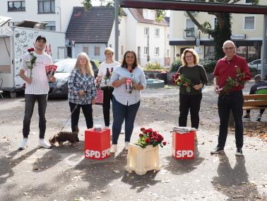 Isabel Catemartori (Mitte) mit Mitgliedern des SPD Ortsvereins Bild: SPD - S. Mertens